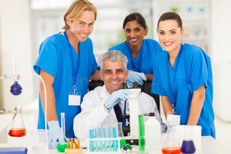 Студенты химии ученого стоковые изображения rf