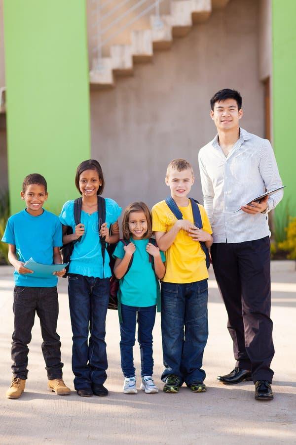 Студенты школы учителя стоковые фото