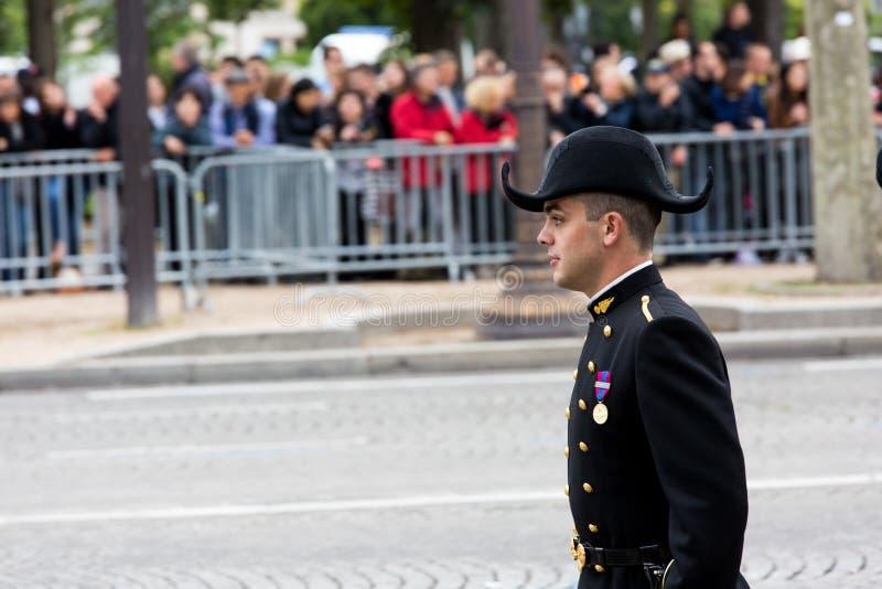 Студент политехнической школы инженерства (polytechnique Ecole) во время военного парада (дефила) внутри стоковые фото