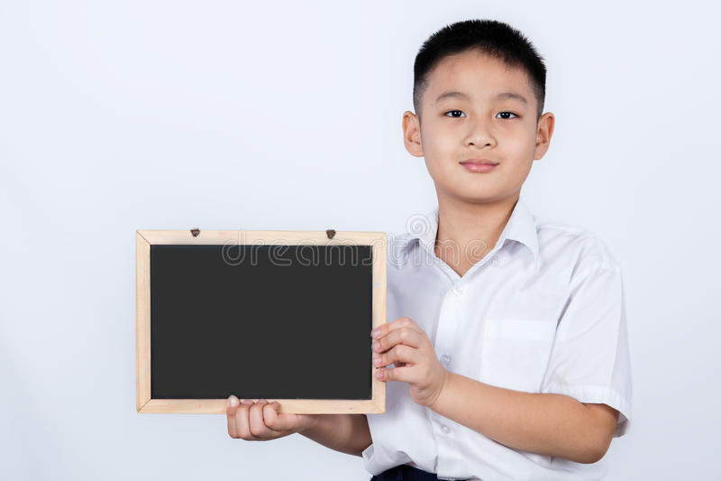 Студент равномерное держа Chalkbo азиатского китайского мальчика нося стоковая фотография rf