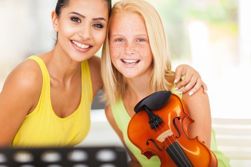 Студент учителя музыки стоковое фото