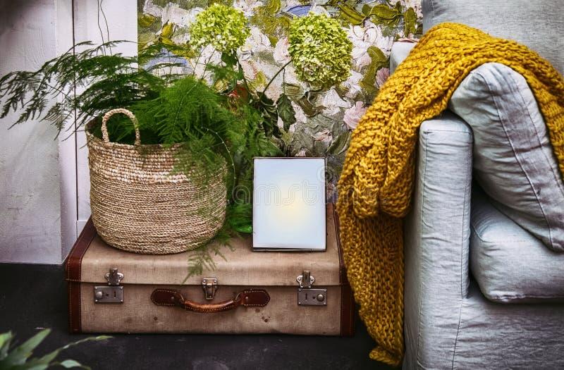 Стул и домашнее украшение стоковое фото rf