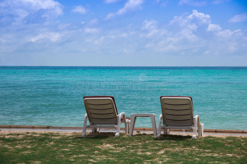Стул на пляже стоковая фотография