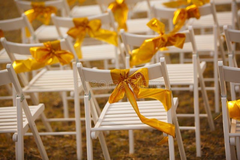 Стулья на свадьбе стоковое изображение rf