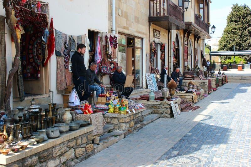 Сувенирные магазины в Icherisheher, Баку, Азербайджане стоковое фото rf