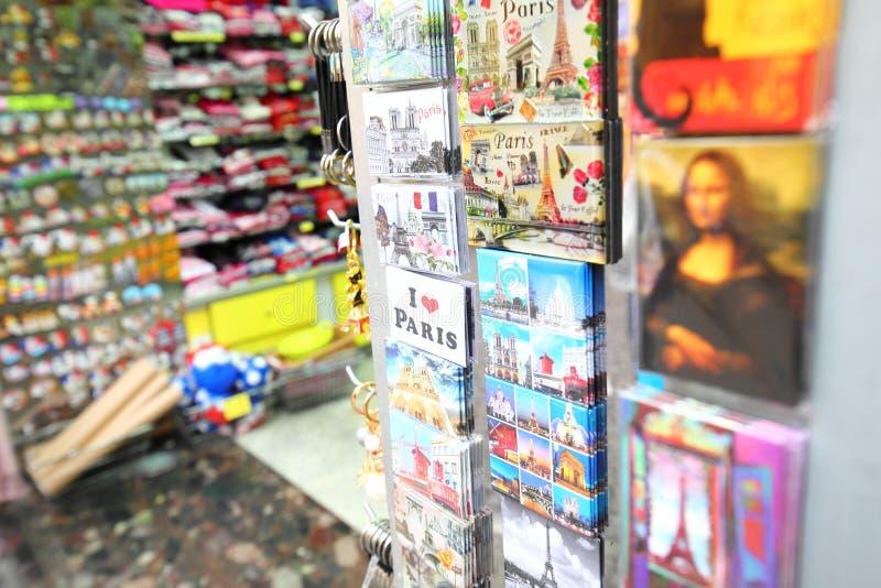 Сувенирный магазин Париж Франция стоковые фотографии rf