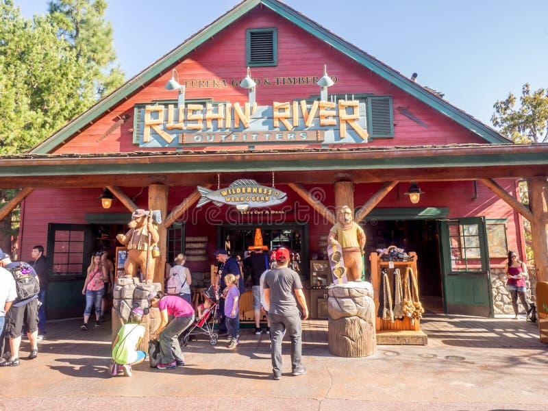 Сувенирный магазин реки Rushin на парке приключения Дисней Калифорнии стоковая фотография rf