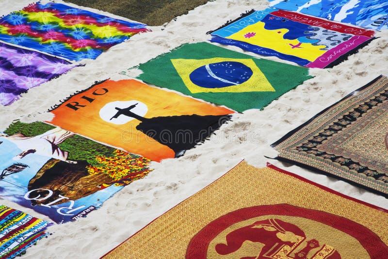 Сувениры вдоль Copacabana приставают к берегу в Рио-де-Жанейро Бразилии стоковая фотография rf