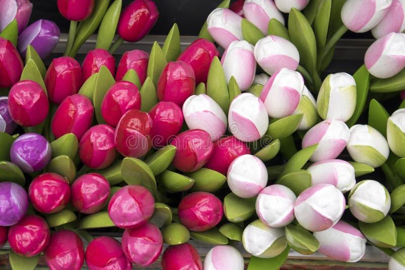 Сувениры на Bloemenmarkt - плавая рынке цветка на канале Singel Амстердам Нидерланды стоковая фотография