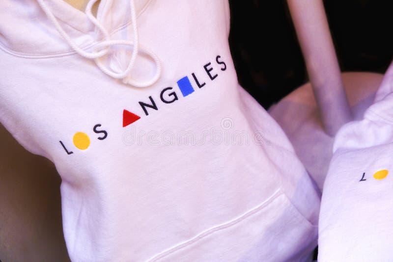 Сувенир перемещения - стильная футболка с именем города стоковые фото