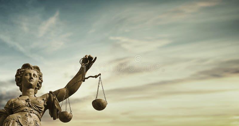 Судебная система дамы Правосудия нравственная стоковое фото rf