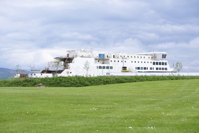 Судостроение в гаван гавани гавани дока ремонтины судостроения Глазго и поле зеленой травы стоковое изображение