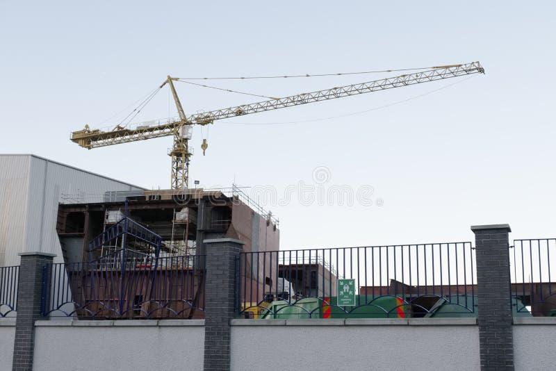 Судостроение и кран в гавани гавани дока ремонтины судостроения Глазго порта стоковое фото rf