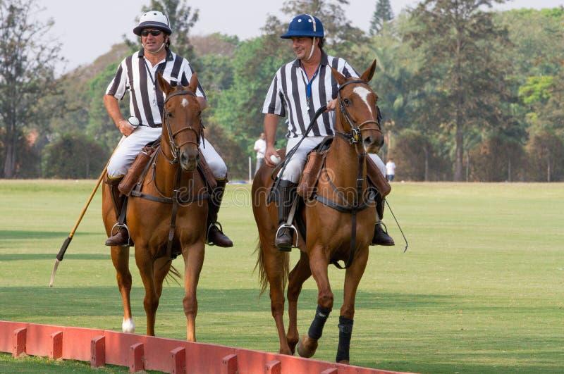 Судья-рефери поло на турнире в Бразилии   стоковая фотография