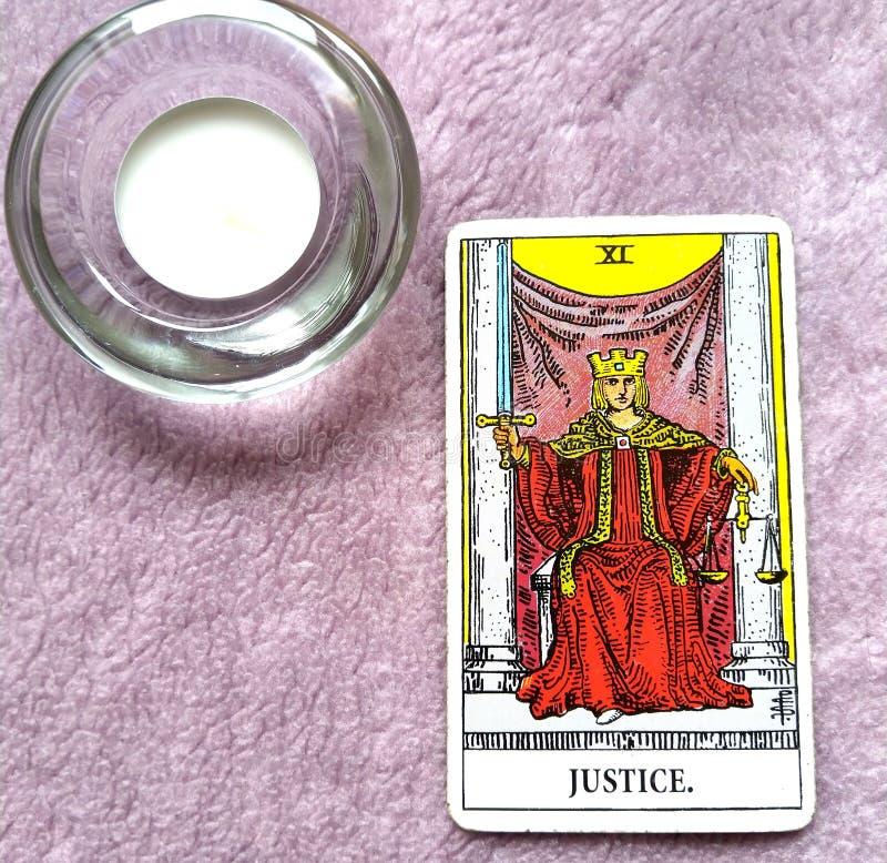 Суд карточки Tarot правосудия и закон, законности, контракты, документы стоковые изображения rf