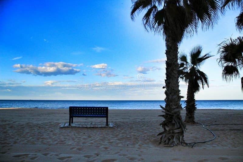 Суд на пляже Аликанте на заходе солнца стоковое фото