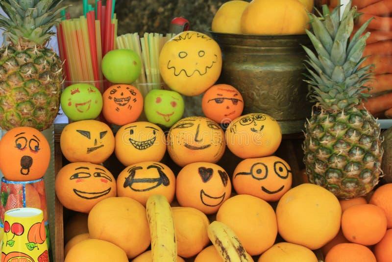 Сумасшедшие смешные и злые апельсины стоковое изображение