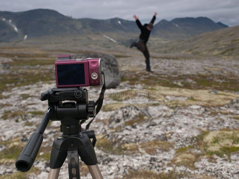 Сумасшедший парень принимая скача selfie стоковые изображения rf