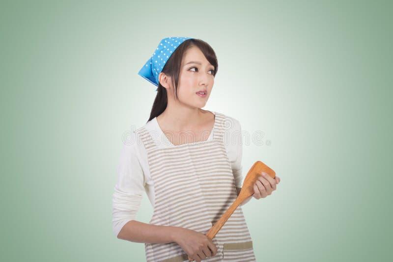 Сумашедшая азиатская домохозяйка стоковое изображение rf