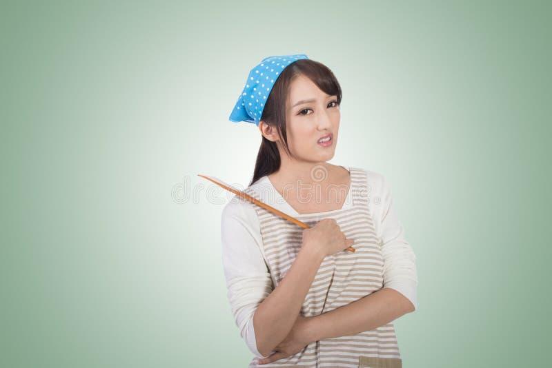 Сумашедшая азиатская домохозяйка стоковые фотографии rf