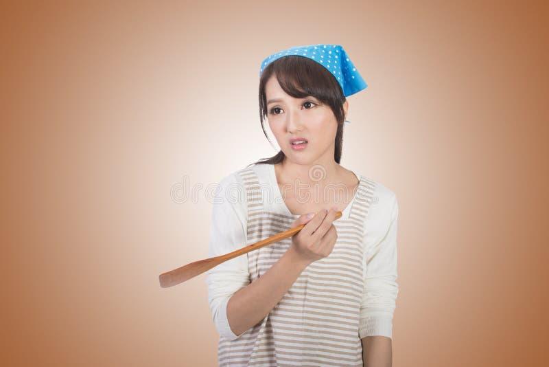 Сумашедшая азиатская домохозяйка стоковое фото rf