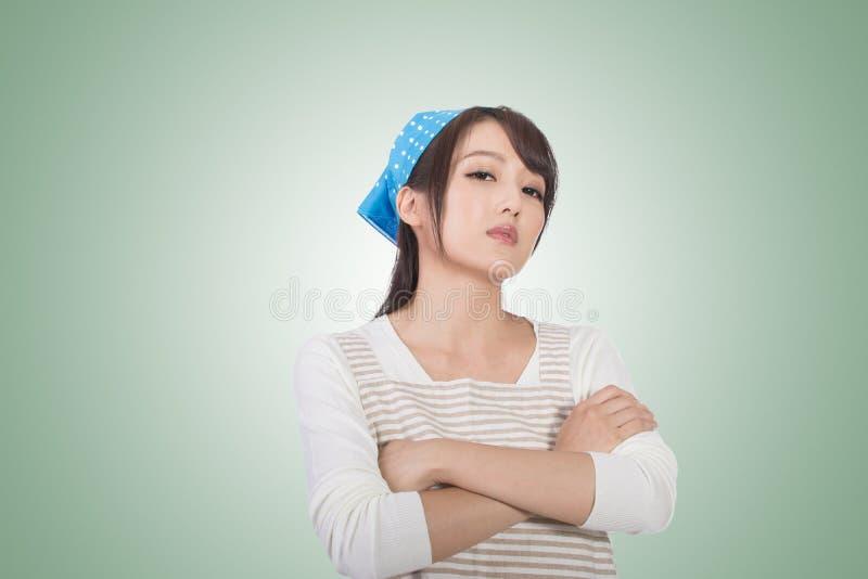 Сумашедшая азиатская домохозяйка стоковые изображения rf