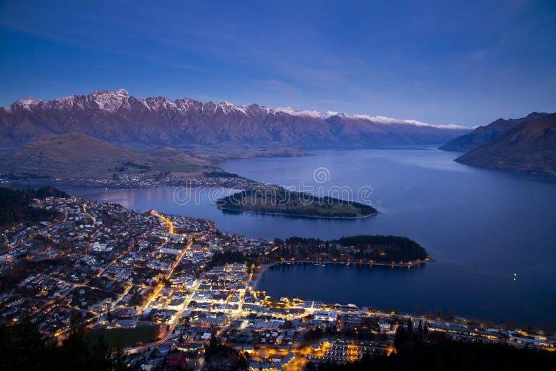 Сумерк на Queentown, Новой Зеландии стоковое изображение rf