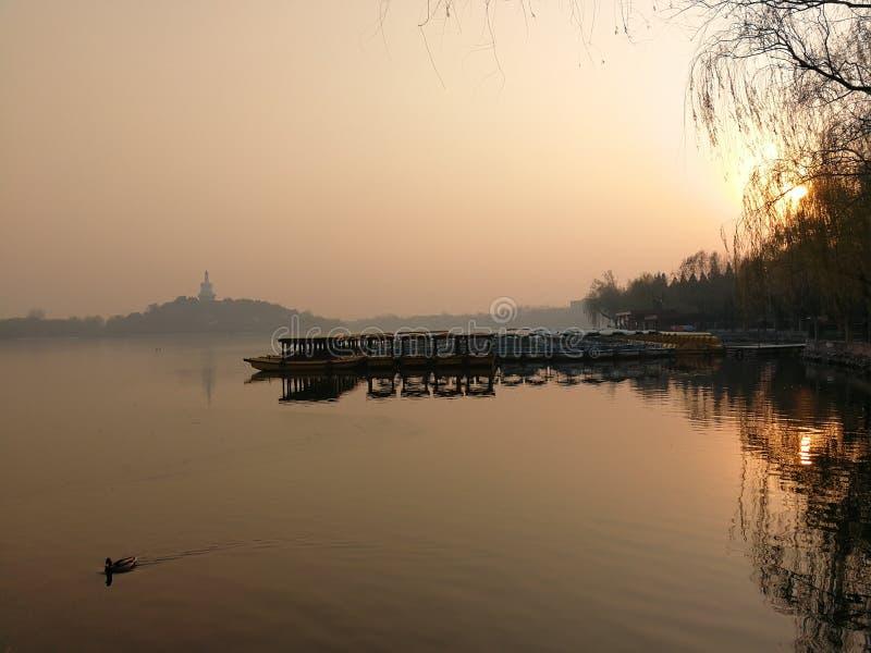Сумерк парка Beihai в Пекине стоковые фото