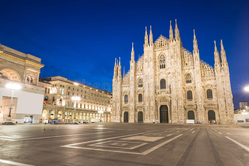 Сумерк собора милана Duomo в Италии стоковая фотография rf