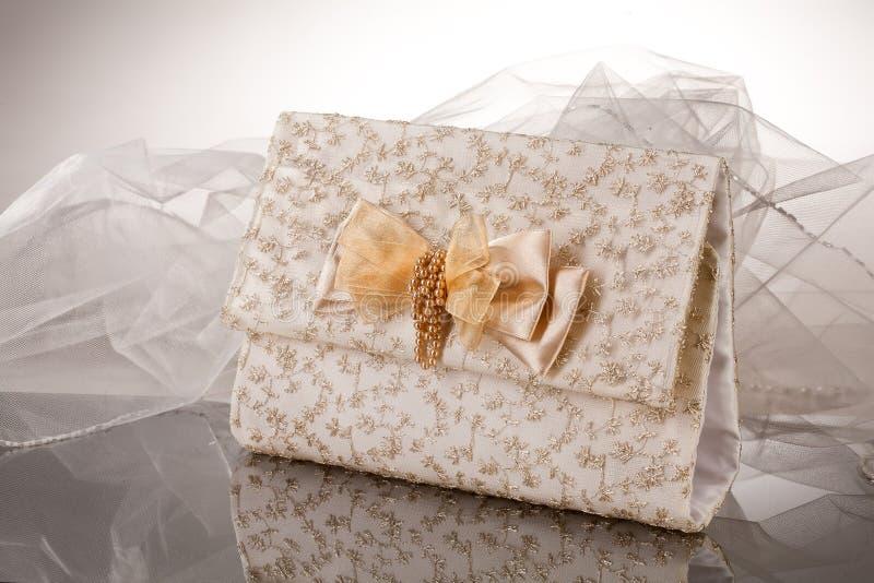 Сумка для подарка на стекле стоковое фото