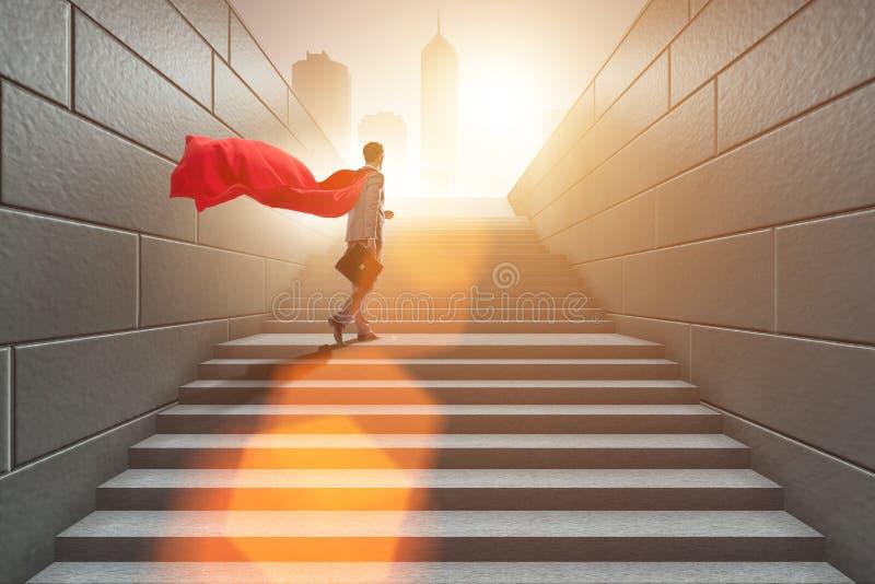 Супергерой бизнесмена успешный в концепции лестницы карьеры стоковые фотографии rf