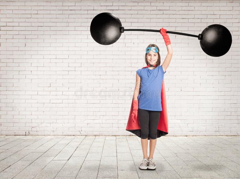 Супергерой держа тяжеловес стоковые изображения