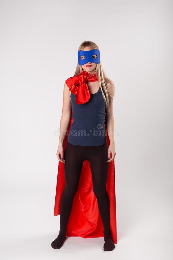 Супергерой молодой женщины в костюме superwoman стоковые фотографии rf