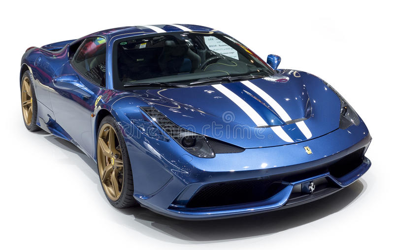 Суперкар сини Феррари стоковые изображения rf