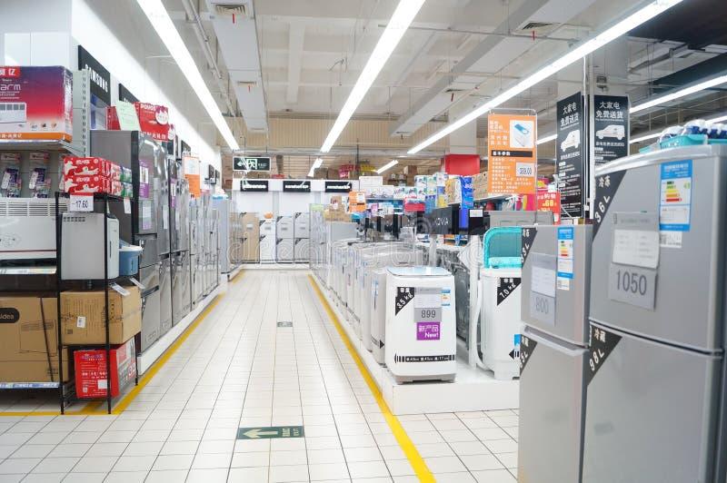 Супермаркет carrefour, зона продаж бытового устройства стоковые фото
