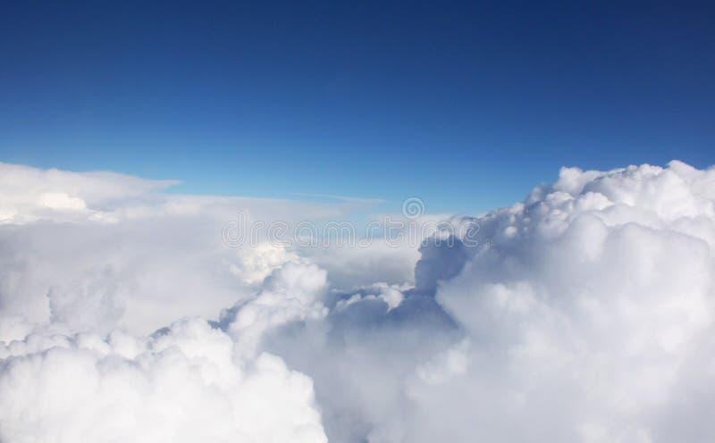 Супер большие и красивые облака на небе стоковые изображения rf