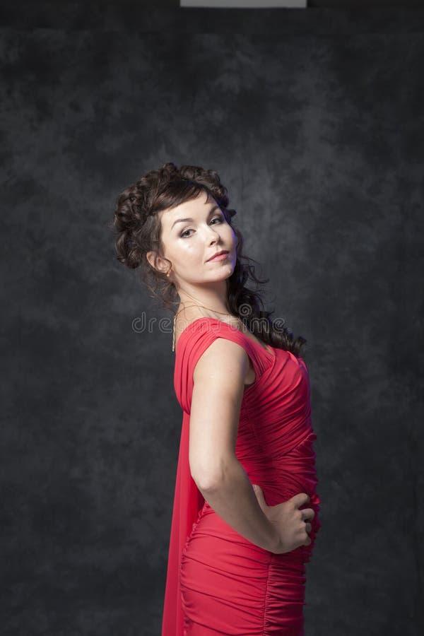 Супер женщина в красном платье стоковая фотография rf