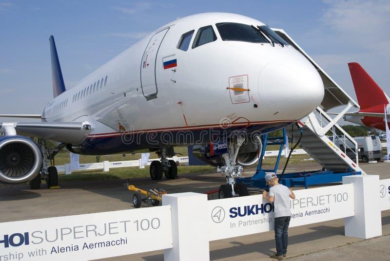 Супер-джет 100 Sukhoi на салоне MAKS международном космическом стоковые фото