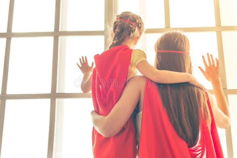 Супер мать и дочь стоковое фото rf