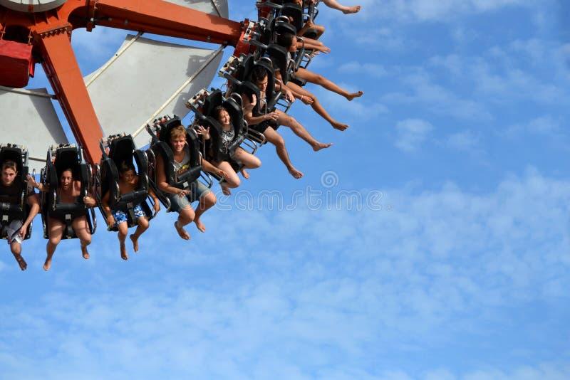 Супер парк езды занятности маятника стоковая фотография