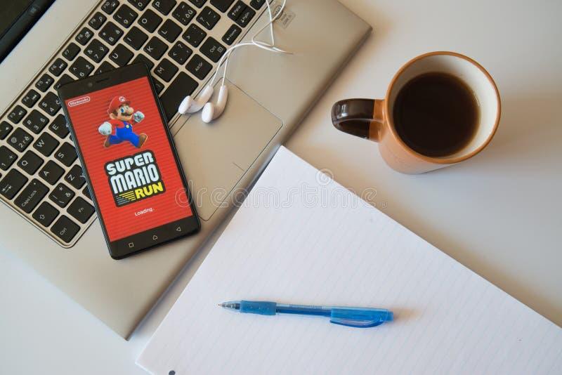 Супер применение игры Марио на smartphone стоковое изображение