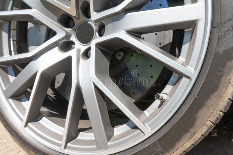Супер тарельчатый тормоз автомобиля колеса спорта иконы автомобиля 3d Стальной шаблон предпосылки дисков автомобиля сплава для пр стоковые фото
