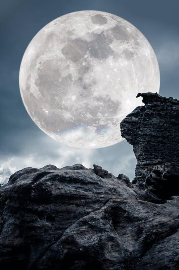 Супер луна или большая луна Предпосылка неба с большим behi полнолуния стоковая фотография rf