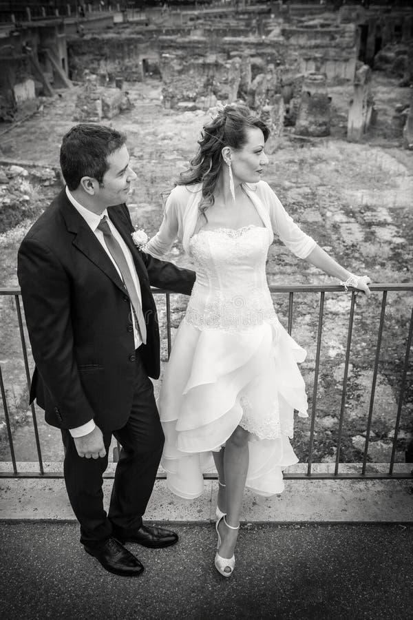 Супруг и супруга Замужество пар Новобрачные черная белизна стоковое фото rf