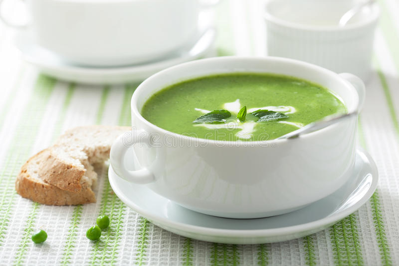 Суп гороха с мятой стоковое фото