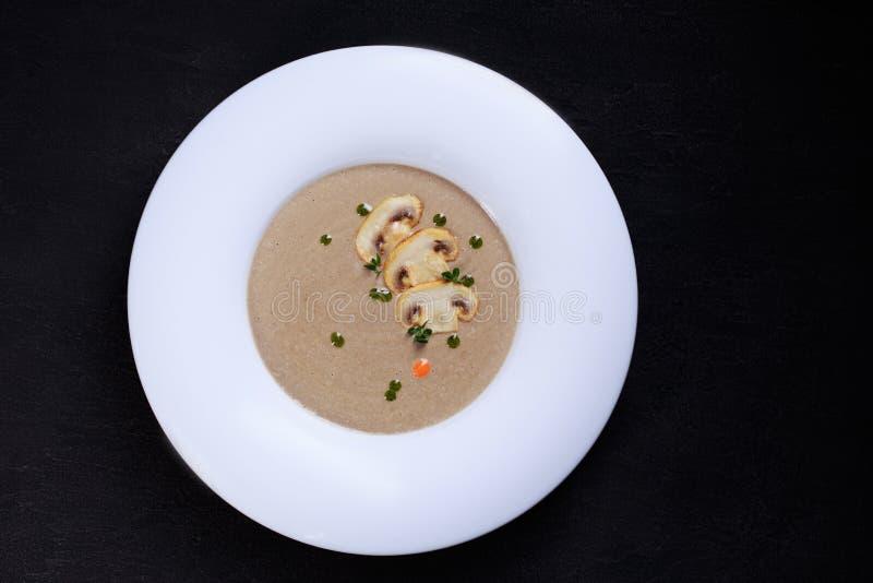 Суп гриба cream с травами и специями стоковые изображения rf
