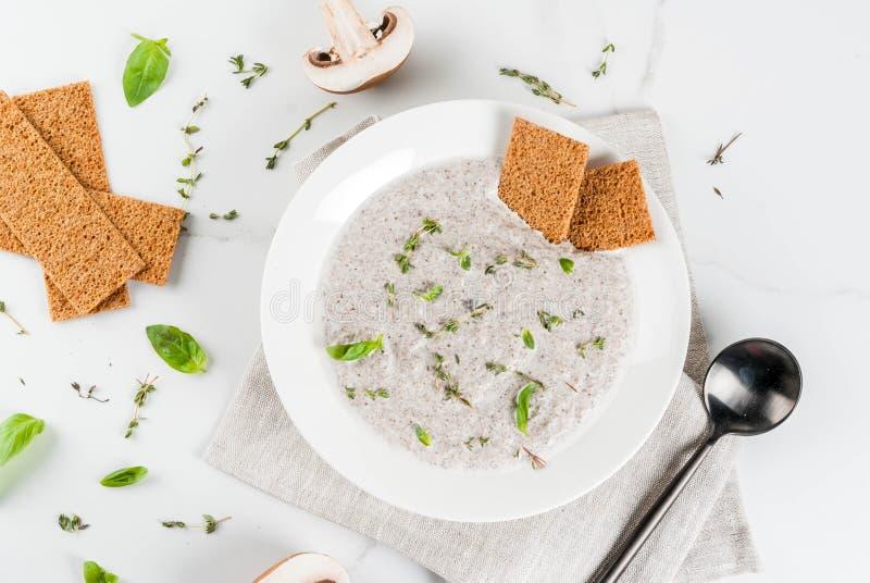 Суп гриба cream с травами стоковые фотографии rf