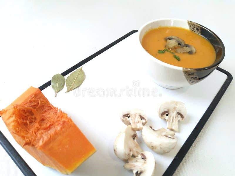 Суп из крема с тыквей и грибами стоковые фотографии rf