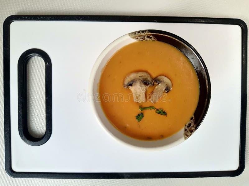 Суп из крема с тыквей и грибами стоковые изображения