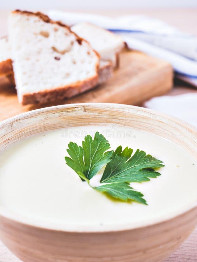 Суп и хлеб овощей стоковая фотография rf